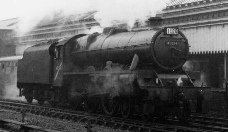45654 Hood at Wakefield Kirkgate on 13 November 1965