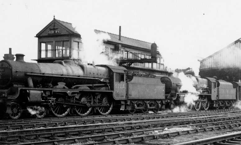 5725 Repulse & 5676 Codrington at Rugby in 1946